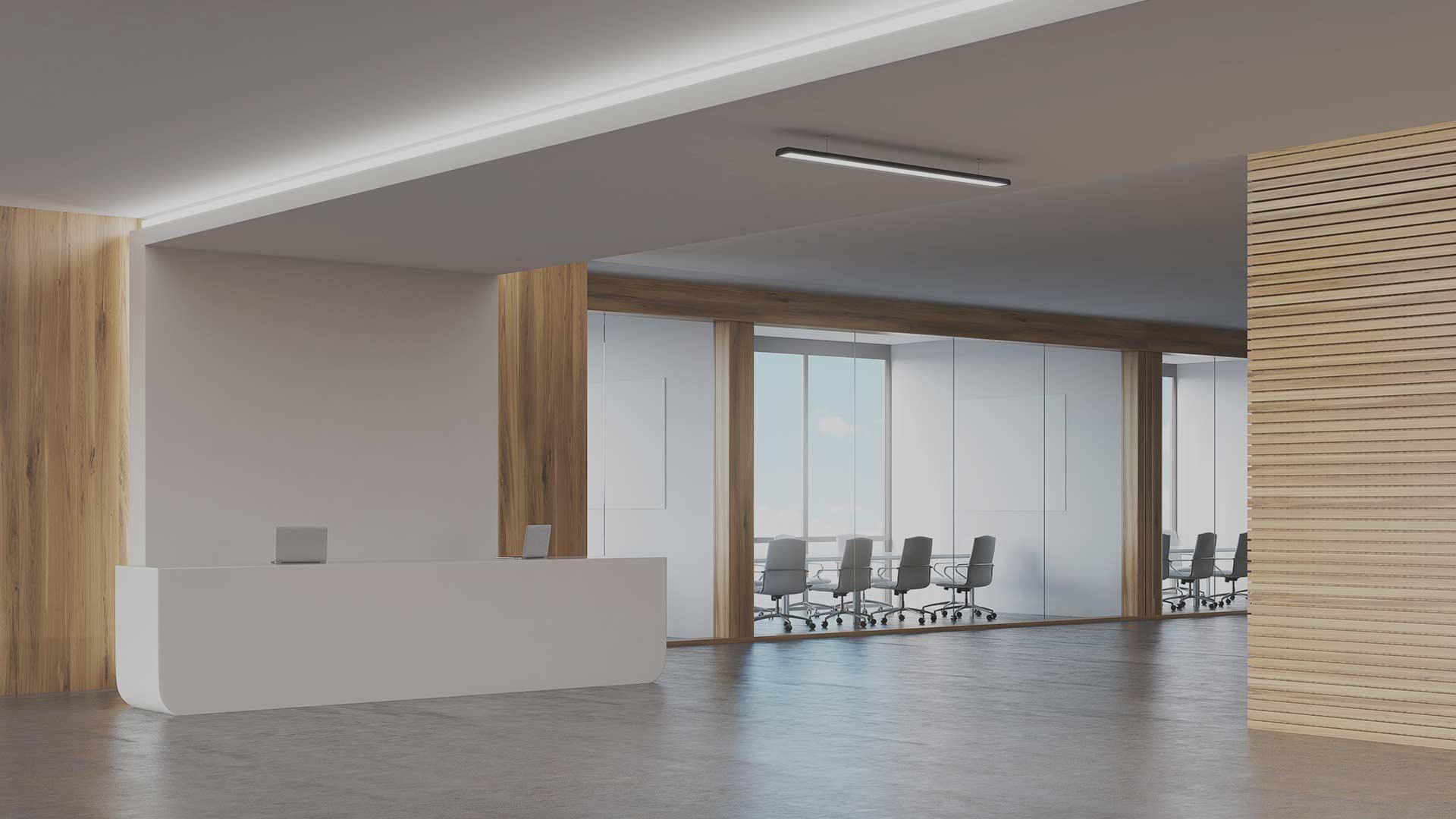 Innvendig kontorlokale med spilevegger og gulvbelegg